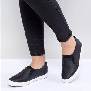 NWT New Look Wide Fit Slip On Leather Look Sneaker